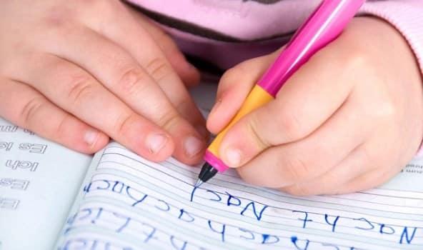 Cara Mengajarkan Anak Menulis Dengan Benar